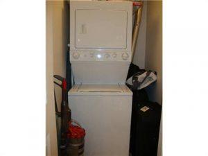 """<h3> FSC226, $1045.00, 1 bedrm condo</h3>    <a href=""""http://flyingstonecanada.com/fsc226-1045-00-1-bedrm-condo/"""">6 laundry</a>"""